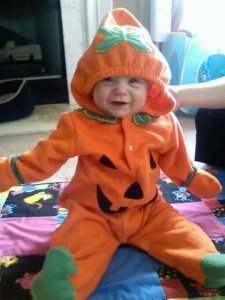 My little pumkin pie! I could just eat up all of her yummy sweetness!